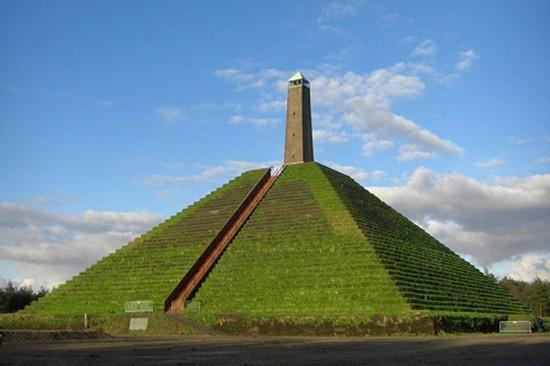Kim tự tháp duy nhất ở châu Âu - ảnh 1