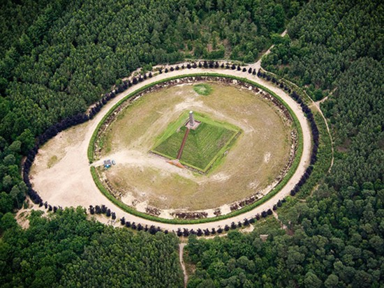 Kim tự tháp duy nhất ở châu Âu - ảnh 2