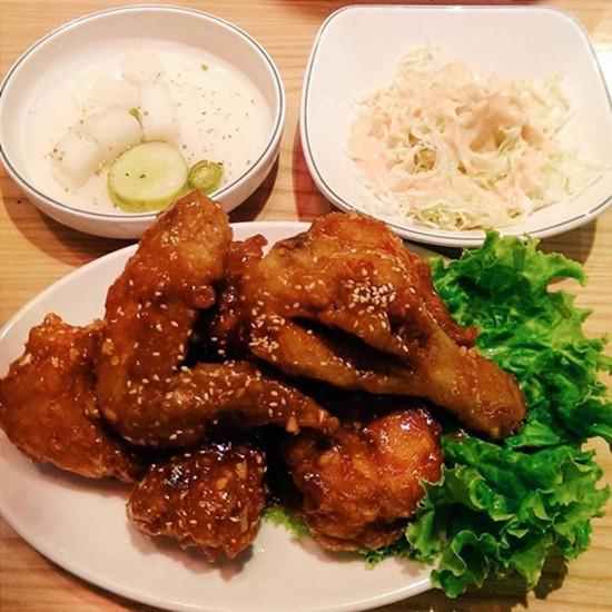 Các quán gà Hàn Quốc đang 'làm mưa làm gió' ở Hà Nội - ảnh 1