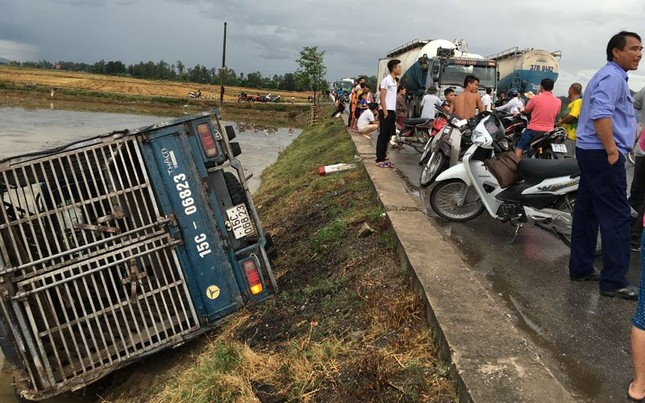 Nghệ An: Thủ phạm giấu mặt khiến hàng loạt ô tô bị lật - ảnh 1
