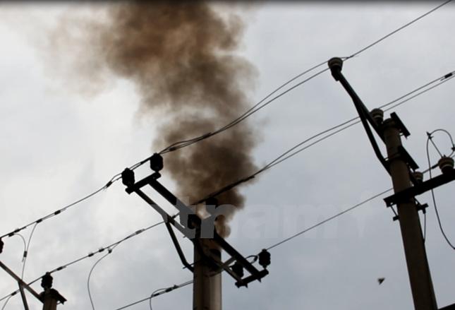 Đốt rác thải công nghiệp, Phong Khê đang 'bức tử' môi trường - ảnh 1