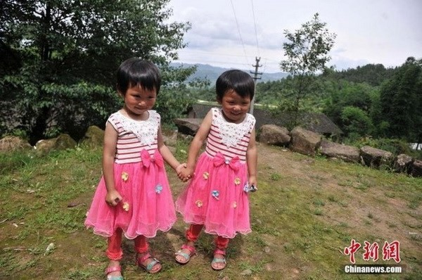 Ngỡ ngàng về ngôi làng đặc biệt có tới 39 cặp sinh đôi - ảnh 2