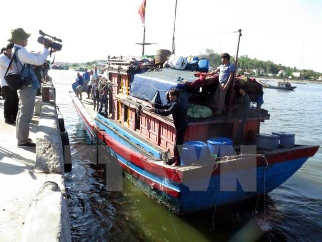 5 ngư dân gặp nạn khi bị tàu Trung Quốc truy đuổi trở về đất liền - ảnh 1