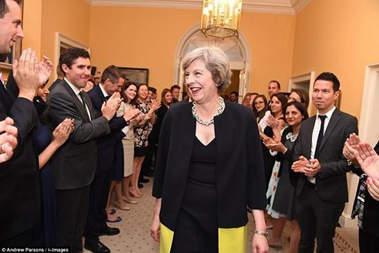 Bà Theresa May chính thức trở thành thủ tướng Anh - ảnh 2