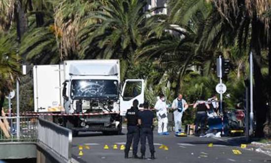 Vụ thảm sát bằng xe tải ở Pháp có thể là đòn giãy chết của IS - ảnh 1