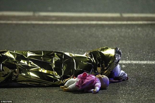 Nhiều nạn nhân trẻ em trong số ít nhất 80 người chết ở Nice - ảnh 2