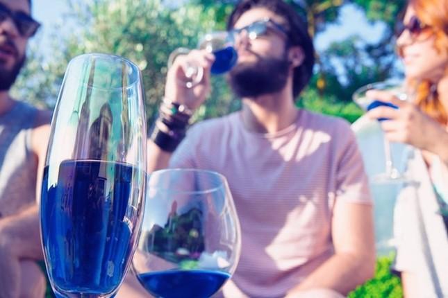 Rượu vang xanh đầu tiên trên thế giới - ảnh 1
