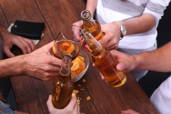 Thực hư chuyện uống rượu làm ấm người - ảnh 1