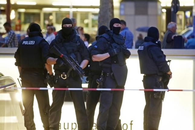 Hiện trường vụ xả súng ở Đức - ảnh 5