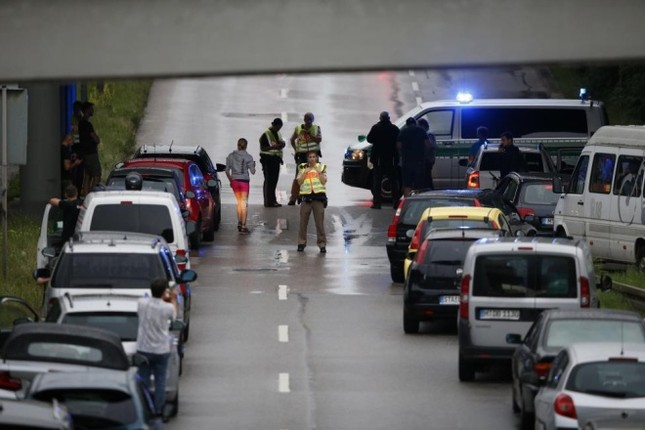 Hiện trường vụ xả súng ở Đức - ảnh 6