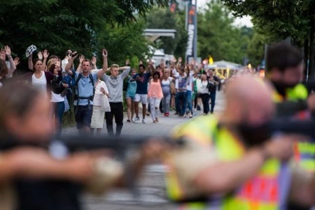 Hiện trường vụ xả súng ở Đức - ảnh 7