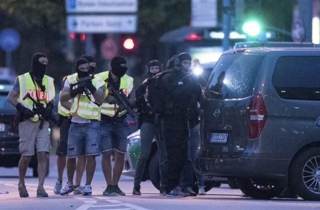 Hiện trường vụ xả súng ở Đức - ảnh 8