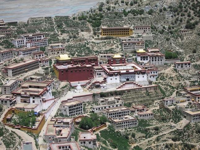Những tu viện Phật giáo nổi tiếng nhất thế giới - ảnh 7