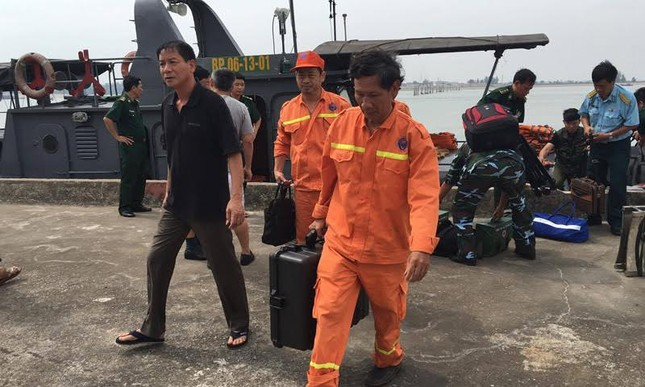 Trục vớt thành công máy bay Su30 gặp nạn trên biển - ảnh 1