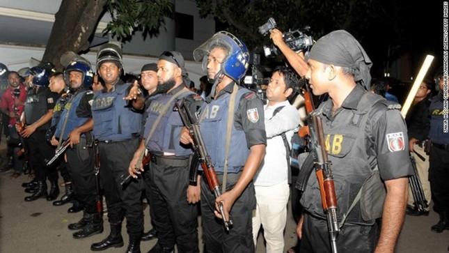 Lực lượng an ninh Bangladesh mở chiến dịch giải cứu con tin - ảnh 1