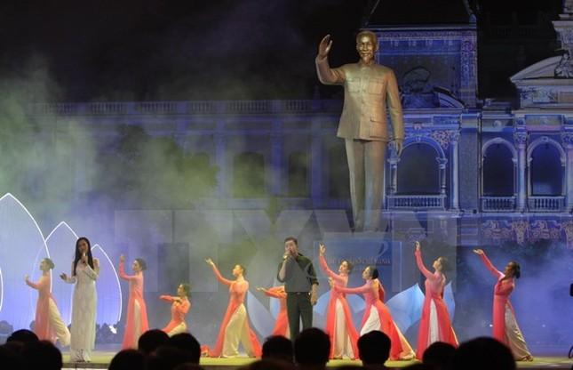 Ấn tượng chương trình nghệ thuật đặc biệt về TP Hồ Chí Minh - ảnh 1