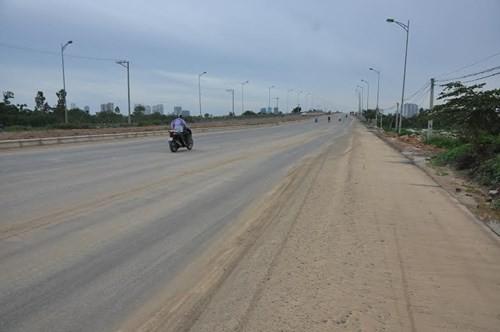 Bê tông lót xốp ở cầu vượt đường sắt Hà Nội - ảnh 1