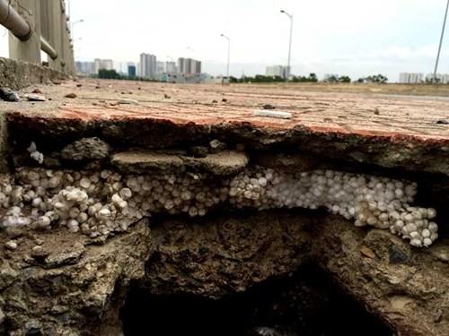 Bê tông lót xốp ở cầu vượt đường sắt Hà Nội - ảnh 3