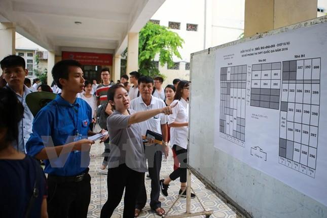 Ấn tượng hình ảnh sinh viên tình nguyện Thủ đô những ngày thi cử - ảnh 2
