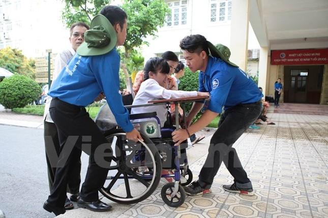 Ấn tượng hình ảnh sinh viên tình nguyện Thủ đô những ngày thi cử - ảnh 4