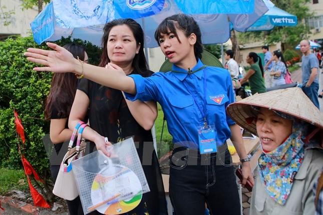 Ấn tượng hình ảnh sinh viên tình nguyện Thủ đô những ngày thi cử - ảnh 5