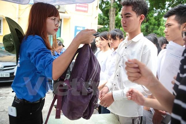 Ấn tượng hình ảnh sinh viên tình nguyện Thủ đô những ngày thi cử - ảnh 6