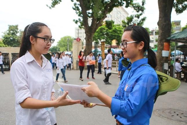Ấn tượng hình ảnh sinh viên tình nguyện Thủ đô những ngày thi cử - ảnh 7