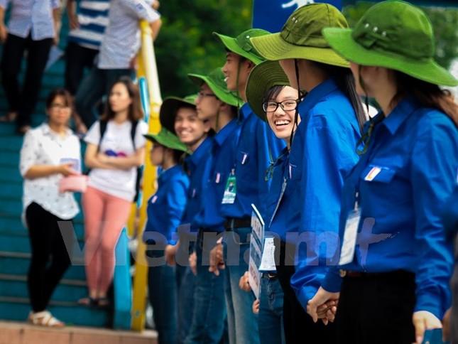 Ấn tượng hình ảnh sinh viên tình nguyện Thủ đô những ngày thi cử - ảnh 9
