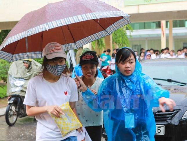 Ấn tượng hình ảnh sinh viên tình nguyện Thủ đô những ngày thi cử - ảnh 10