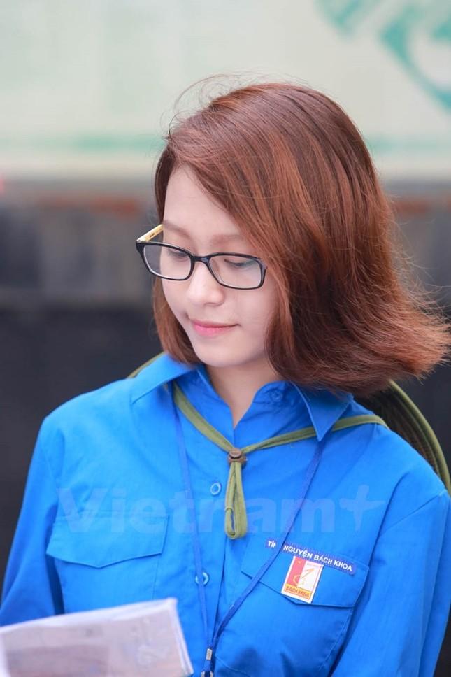 Ấn tượng hình ảnh sinh viên tình nguyện Thủ đô những ngày thi cử - ảnh 14