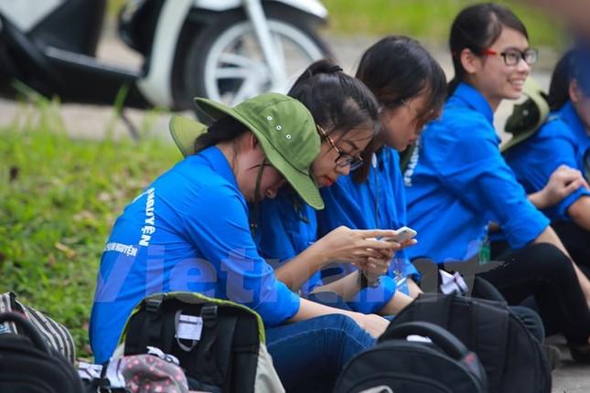 Ấn tượng hình ảnh sinh viên tình nguyện Thủ đô những ngày thi cử - ảnh 16