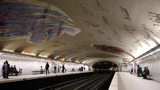 Đi xem nghệ thuật dưới ga tàu điện ngầm - ảnh 1