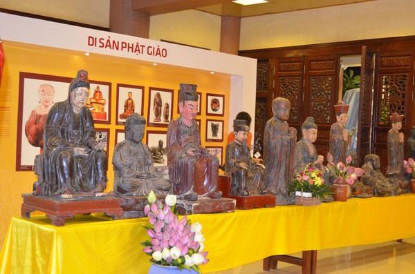 Chiêm bái tượng Phật ngọc Hòa bình Thế giới tại chùa Yên Phú - ảnh 2