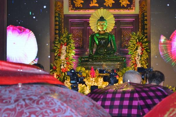 Chiêm bái tượng Phật ngọc Hòa bình Thế giới tại chùa Yên Phú - ảnh 1