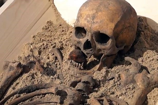 Khám phá bộ xương của 'ma cà rồng' cách đây 500 năm - ảnh 1