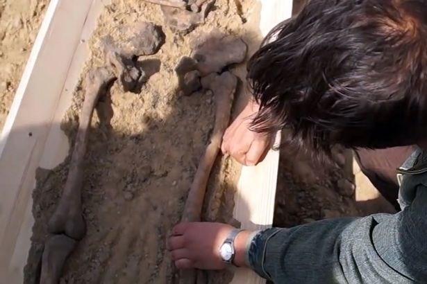 Khám phá bộ xương của 'ma cà rồng' cách đây 500 năm - ảnh 4