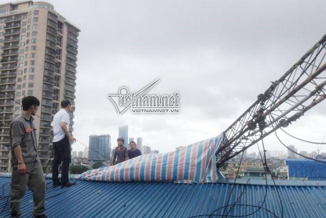 Hà Nội: Cột thu phát sóng taxi đổ, 1 người chết - ảnh 3