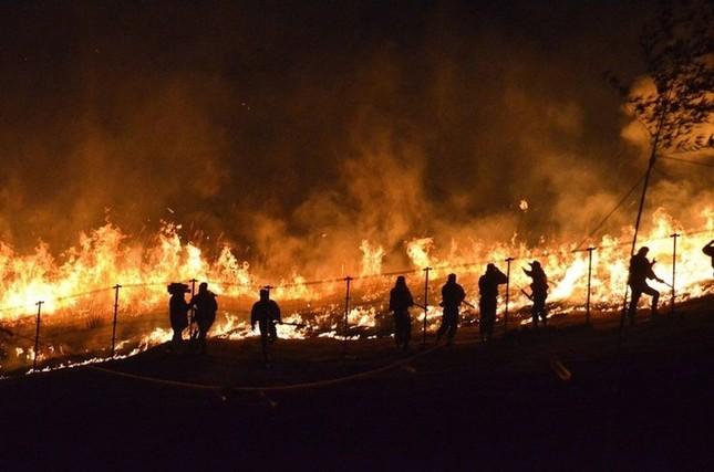 Lễ hội đốt nguyên một ngọn núi ở Nhật Bản - ảnh 5