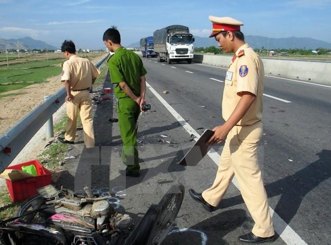 Truy bắt lái xe container gây tai nạn rồi bỏ trốn - ảnh 1