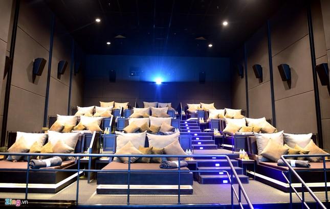 Cận cảnh rạp chiếu phim giường nằm đầu tiên tại Sài Gòn - ảnh 1