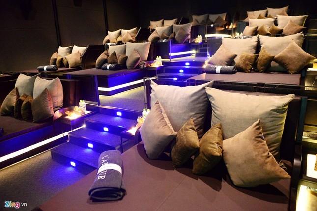 Cận cảnh rạp chiếu phim giường nằm đầu tiên tại Sài Gòn - ảnh 2