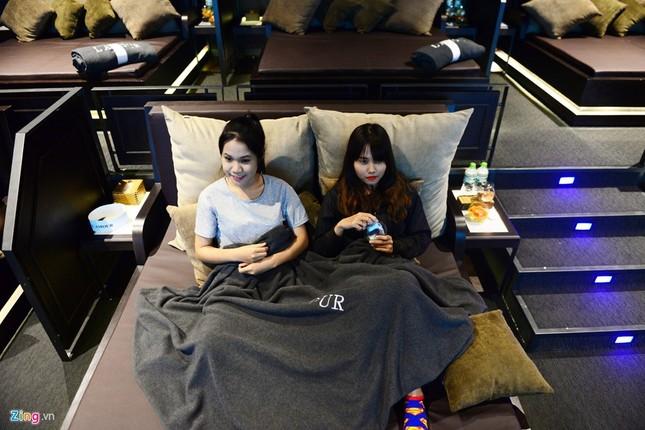 Cận cảnh rạp chiếu phim giường nằm đầu tiên tại Sài Gòn - ảnh 8