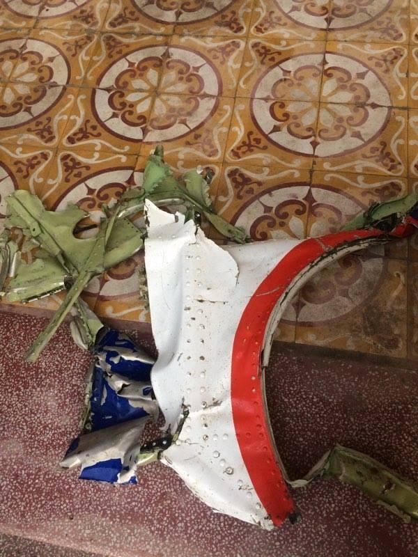 Ngư dân Thanh Hóa vớt được nhiều mảnh vỡ nghi của Casa 212 - ảnh 5