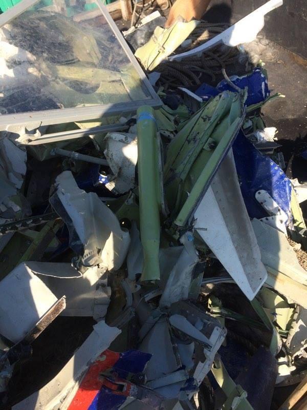 Ngư dân Thanh Hóa vớt được nhiều mảnh vỡ nghi của Casa 212 - ảnh 8