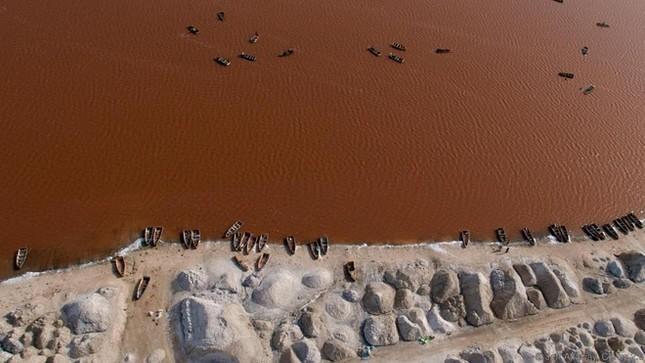 8 sông hồ kỳ diệu nhất hành tinh - ảnh 3