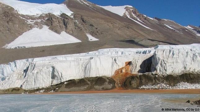 8 sông hồ kỳ diệu nhất hành tinh - ảnh 4