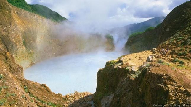 8 sông hồ kỳ diệu nhất hành tinh - ảnh 6