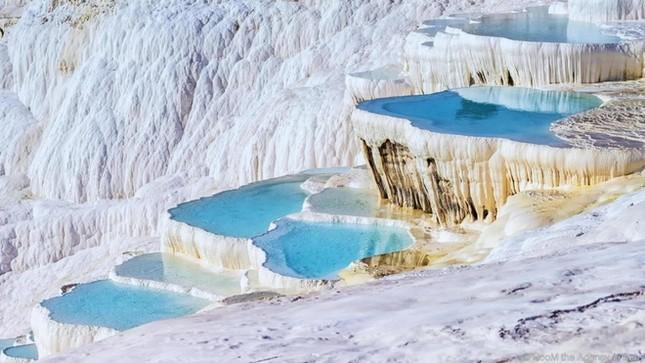 8 sông hồ kỳ diệu nhất hành tinh - ảnh 7