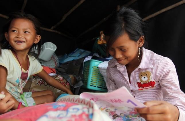 Cuộc mưu sinh của trẻ Việt kiều không quốc tịch bên hồ Dầu Tiếng - ảnh 4