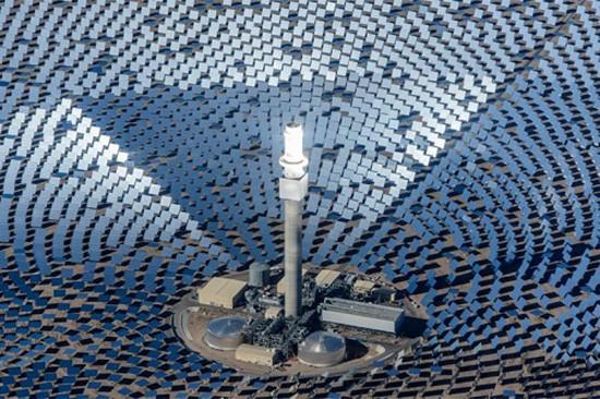 Nhà máy điện Mặt Trời làm từ 10.000 tấm gương khổng lồ - ảnh 1